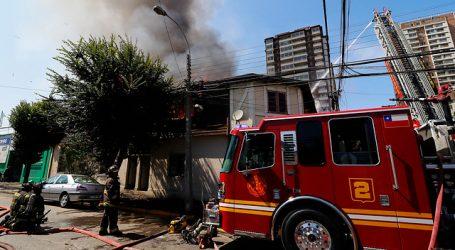 Incendio se registra en viviendas del centro de la ciudad de Viña del Mar