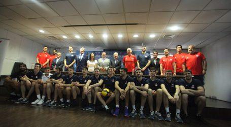 Preolímpico Vóleibol: Chile alista su debut en Arena Monticello