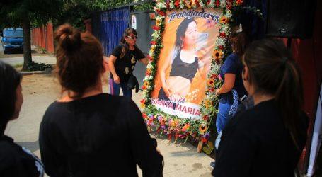 Familiares y amigos despiden en emotivo funeral a Fernanda Maciel