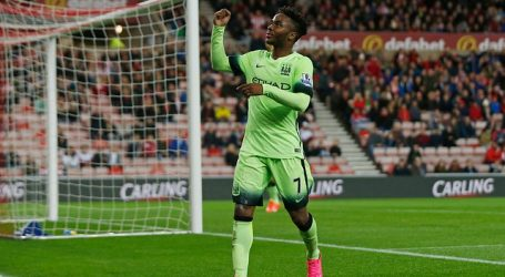Hincha del Manchester City recibe duro castigo por insultos racistas a Sterling