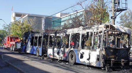 Dos detenidos tras quema de segundo bus en Maipú
