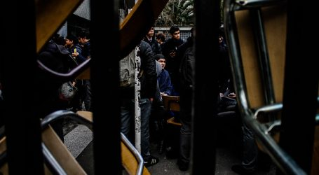 Encapuchados boicotean PSU en Liceo Bicentenario de Viña del Mar