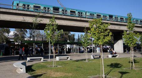 Detienen a cuatro sujetos por robar cables de las vías del Metro en Pudahuel