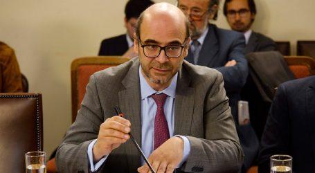 Fernando Atria acudió al Sevrel para inscribir su nuevo partido político