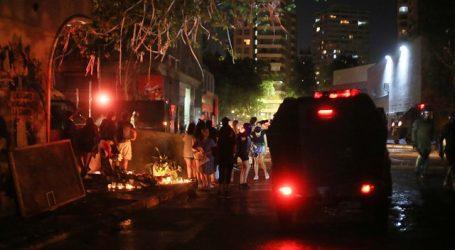 Mujer resultó herida tras choque de un auto y un carro lanzagua en Ñuñoa