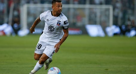 Alarma en Colo Colo: Leo Valencia abandona práctica por dolencia muscular