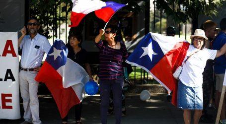 """Decenas de personas marcharon a favor del """"Rechazo"""" próximo al plebiscito"""