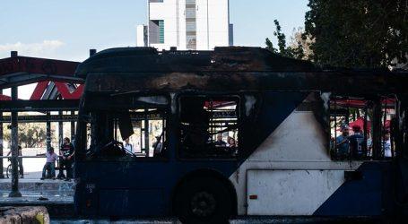 Detienen tres sospechosos por quema de bus del Transantiago en Plaza Italia