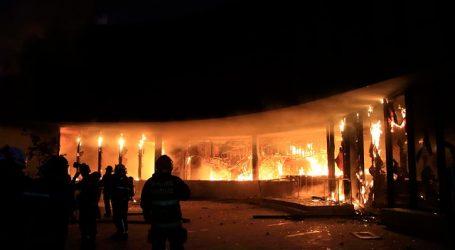 Controlan nuevo incendio que afectó a Museo Violeta Parra en medio de protestas