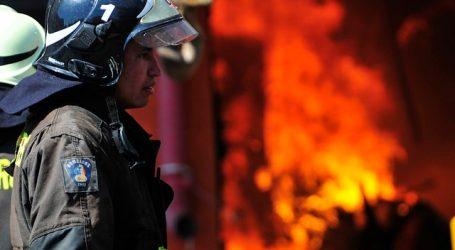 Incendio afectó a dos viviendas esta mañana en la ciudad de Iquique