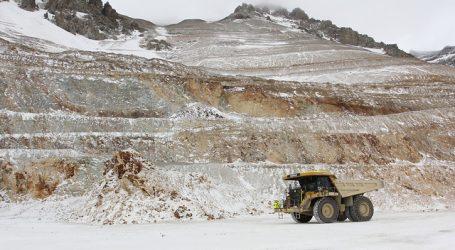 El cobre abrió la semana con una fuerte alza ante un dólar que opera a la baja