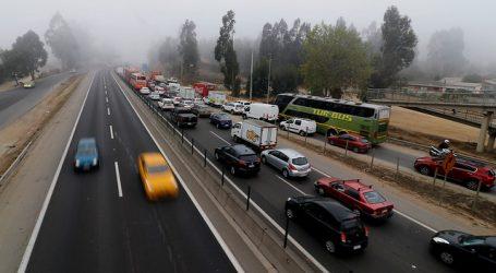 Camioneros bloquean Ruta 68 en rechazo a muerte de uno tras quema de su unidad