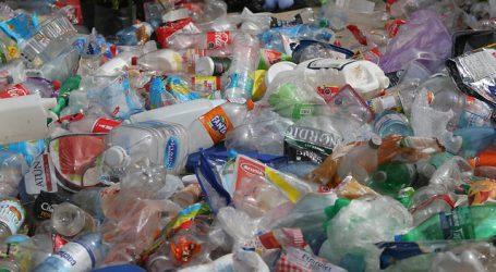 Despachan ley que regula plásticos de un solo uso y botella pet