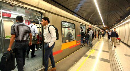 Metro de Santiago cierra algunas estaciones por disturbios en el exterior
