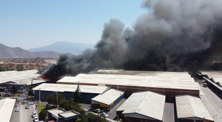 Informan de tres personas desaparecidas tras incendio en bodegas de Pudahuel