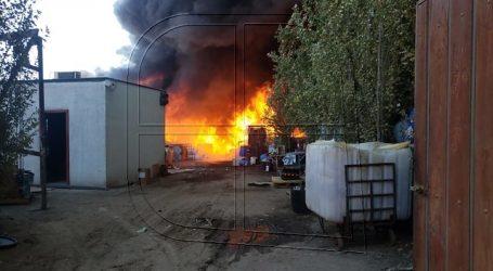Incendio de grandes proporciones se registra en la comuna de Peñaflor