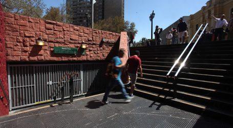 Cierran estaciones de Metro en medio de manifestaciones en Plaza Italia
