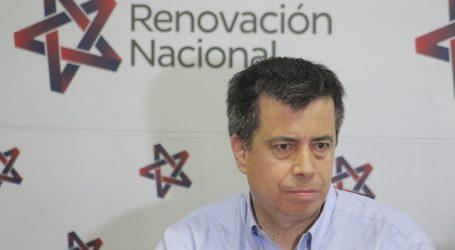 Diputado Celis condenó amenazas a la presidenta del Colegio Médico