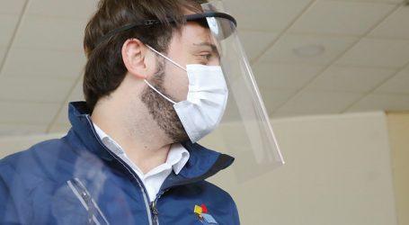 Entregan 900 escudos faciales a trabajadores de la salud en Valparaíso