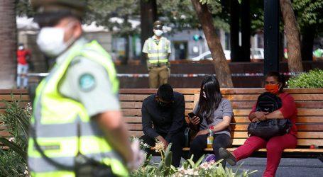 Mujer con COVID-19 fue sorprendida en la Plaza de Armas de Santiago