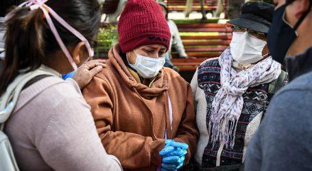 Más de 100 ciudadanos bolivianos varados en plaza de Antofagasta