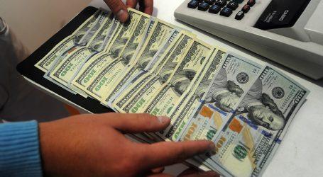 El dólar operó a la baja pero cerró las operaciones de la semana al alza