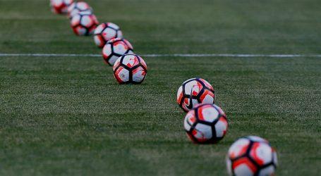 Jugadores del Aston Villa se congelan un 25% del salario durante cuatro meses