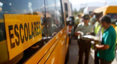 Apuntan a transportistas escolares como solución a aglomeraciones en hospitales