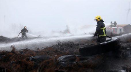 Incendio destruyó 6 camiones y unos 3.000 pallets en Camino a Lonquén