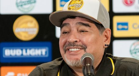 Una subasta benéfica logra 51 millones de pesos por una camiseta de Maradona
