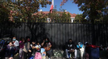 Descartan habilitar albergue para ciudadanos venezolanos afuera de embajada