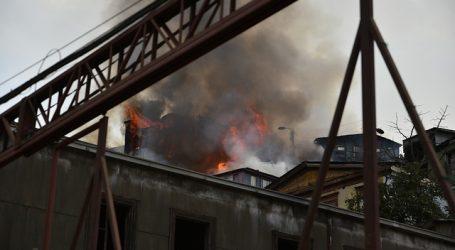 Incendio afecta a viviendas del Cerro Santo Domingo en Valparaíso