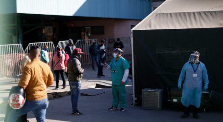 Hospital San José: Paciente esperan atención en las ambulancias