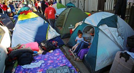 """Venezolano acampando en la Embajada: """"Estamos en situación indigna"""""""