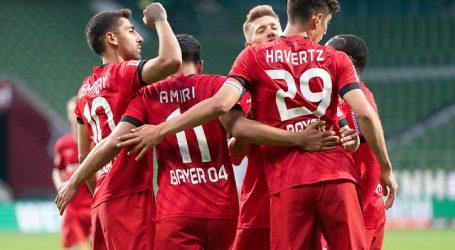 Leverkusen con Aránguiz vence al Mönchengladbach y se mete en zona de Champions