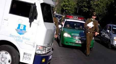 Delincuentes asaltan y se fugan en camión de valores en La Granja