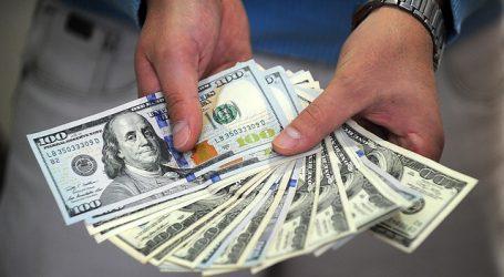 El precio del dólar sigue cayendo y se acerca a la línea de los 820 pesos