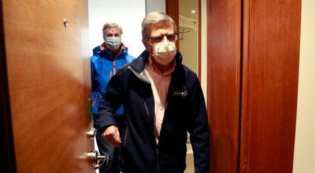 Joaquín Lavín cumple cuarentena preventiva en una residencia sanitaria