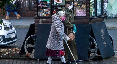 Cadem: 91% está de acuerdo con mantener cuarentenas a mayores de 75 años