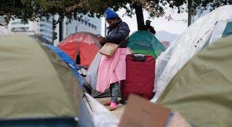 Recoleta habilita tres albergues para bolivianos que acampan afuera de consulado