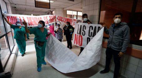 Visita del ministro Paris al Hospital San José estuvo marcada por protestas