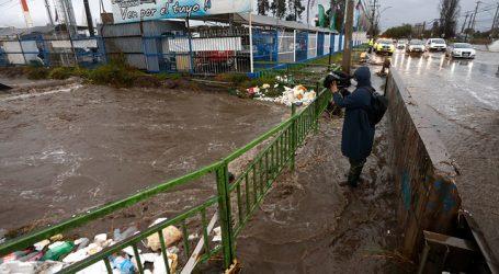 Realizan trabajos para evitar nuevos desbordes en el canal Santa Marta en Maipú