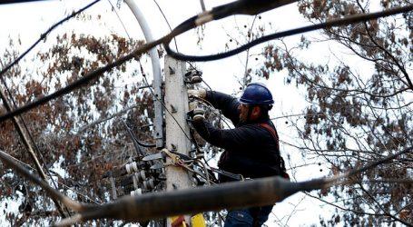 Enel activó plan preventivo por pronóstico de lluvia y viento en la RM