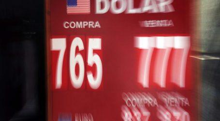 El dólar operó por tercer día seguido a la baja y se acercó a los $765