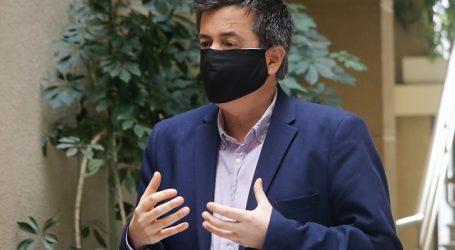 """Celis acusa que desmayo de diputado Moreira fue por """"presión"""" del Gobierno"""