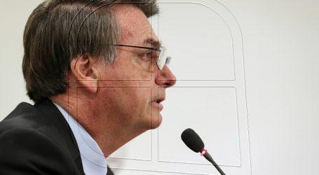 Demandarán a Bolsonaro por quitarse la mascarilla durante una entrevista