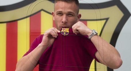 Arthur no se presenta en Barcelona y podría no jugar la Champions League