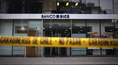 Investigan robo de 20 millones de pesos desde sucursal bancaria en Las Condes