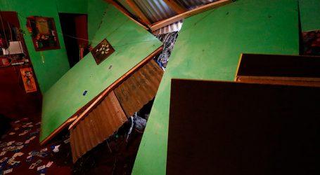 Vivienda resultó destruida tras derrumbe en el cerro Monjas de Valparaíso