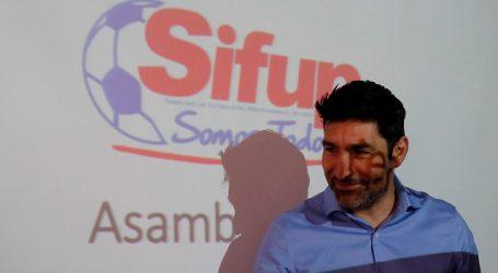 Ex futbolistas presentan recurso en contra del Sifup por el Fondo de Retiro